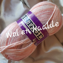 Family Knit VINTAGE DK 527...